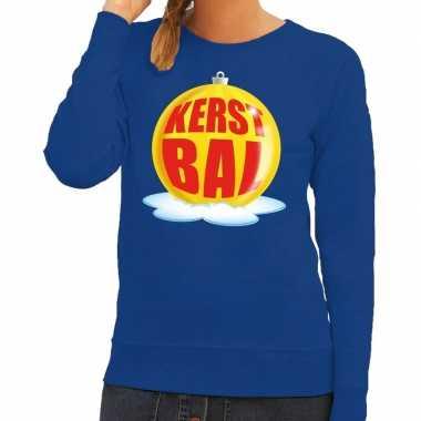 Foute kersttrui kerstbal geel op blauwe sweater voor dames