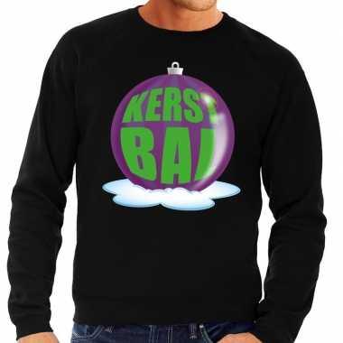 Foute kersttrui kerstbal paars op zwarte sweater voor heren