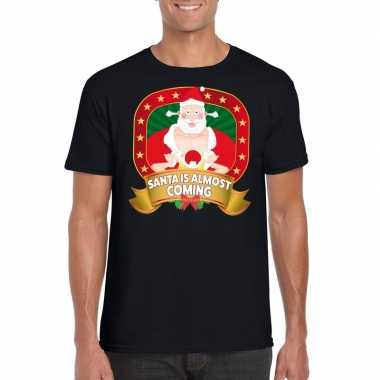 Kerstmis shirt zwart santa is almost coming player kerstman voor mann